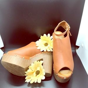 Shoes - Tan Thick Heel Shoes